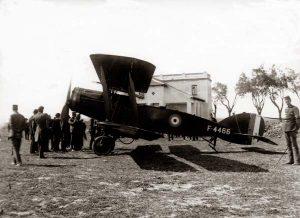 25, NC, Caza británico en aeródromo, c