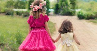 little-girls-walking-773024_1920